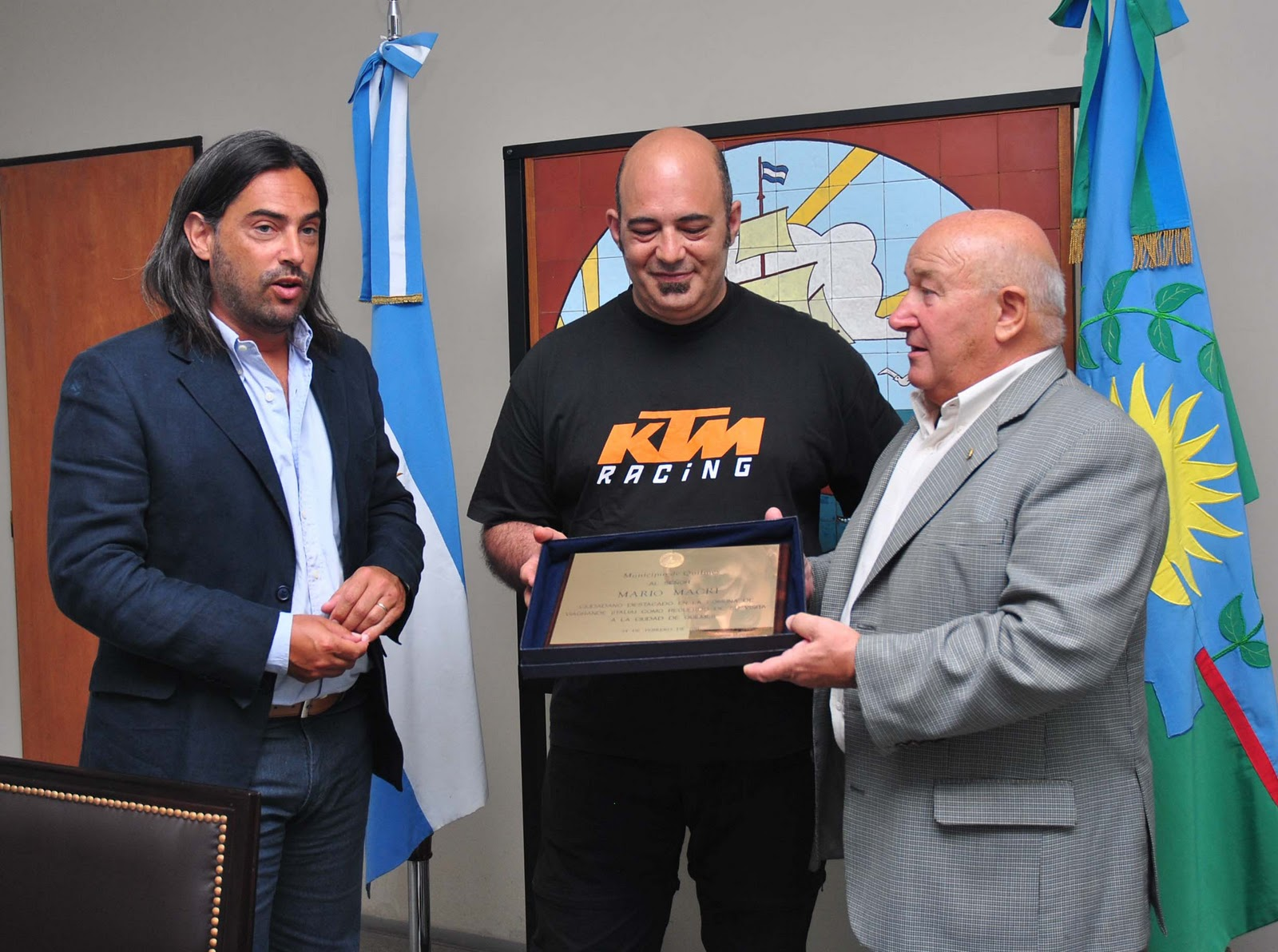 Mario Macri junto a Di Giuseppe y a Tela